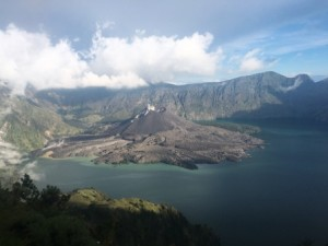 Rinjani_Day2_View from Camp2 into crater